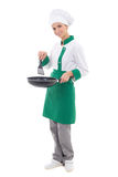 Kobieta szef kuchni w jednolitym mieniu smaży nieckę - folująca długość odizolowywająca Zdjęcia Stock