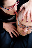 Kobieta szepcze nastily jad w mężczyzna ucho Zdjęcia Stock