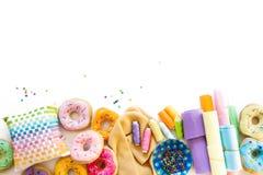 Kobieta szy od sukiennych donuts dla dziecka ` s gry istny Fotografia Stock