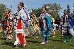 Kobieta tancerze podczas wejścia 49th roczny Zlany plemienia Pow no! no! obraz royalty free