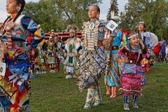 Kobieta tancerze 49th Zlany plemienia Pow no! no! zdjęcia stock