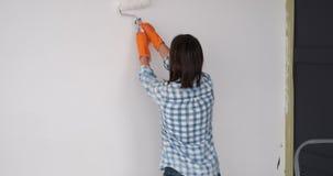 Kobieta taniec i obraz wewnętrzna ściana mieszkanie zbiory wideo