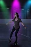 Kobieta taniec na rolkowych łyżwach Zdjęcie Royalty Free