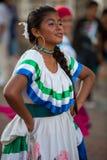Kobieta taniec podczas karnawału, Galapagos wyspy Zdjęcia Stock