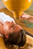 Kobieta target171_0_ Ayurveda oleju masaż Obraz Royalty Free