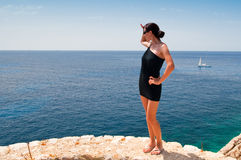 Kobieta target190_0_ przy morze Obraz Royalty Free