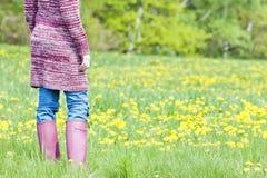 Kobieta target195_0_ gumowych buty Zdjęcie Stock