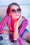 Kobieta target423_0_ zimnego koktajl Obrazy Royalty Free