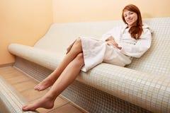 Kobieta target943_0_ w gorącej ławce Zdjęcie Royalty Free