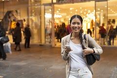 kobieta texting jednostek gospodarczych Fotografia Stock