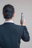 Kobieta trzyma ręka pistolet Obraz Stock