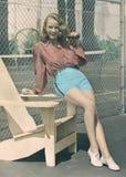 Kobieta trzyma tenisowego kant zdjęcia stock