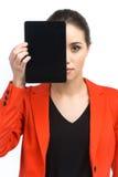 Kobieta trzyma up pustą pastylkę komputerowa Obrazy Stock