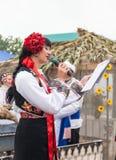 Kobieta trzyma żywą rozrywkę Zdjęcie Royalty Free