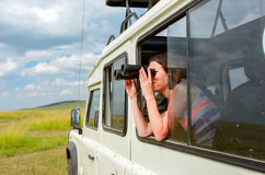 Kobieta turysta na safari w Afryka, podróż w Kenja Fotografia Stock