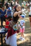 Kobieta Tworzy Bąbla Sztuki Renesansowego Festiwalu MD Zdjęcia Royalty Free