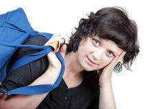 Kobieta uśmiechu nd naramienna torba odizolowywająca Fotografia Royalty Free