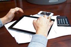 Kobieta Używa Smartphone i Cyfrowego pastylkę Obrazy Stock