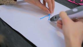 Kobieta używa 3D druku pióro Fotografia Stock