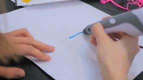 Kobieta używa 3D druku pióro Obraz Stock