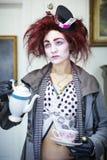 Kobieta ubierająca jako szalenie hatter Obraz Stock