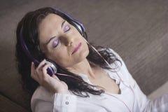 kobieta usłyszała muzyki obraz royalty free