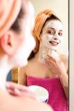 Kobieta w łazienki czułości dla skóry Fotografia Royalty Free