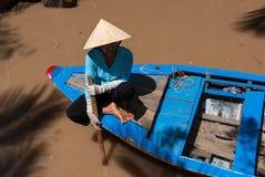 Kobieta w łodzi obraz stock