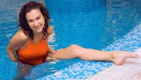 Kobieta w aqua gimnastykach Obrazy Royalty Free