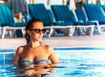 Kobieta w basenie Zdjęcia Stock