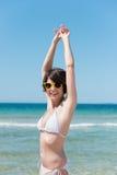 Kobieta w białym bikini Fotografia Stock