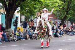 Kobieta w białym kowbojskim stroju obrazy stock