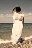 Kobieta w białej sukni. Fotografia Royalty Free
