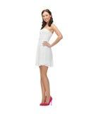Kobieta w biel sukni fotografia stock
