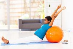 Kobieta w ciąży ćwiczyć Obraz Royalty Free
