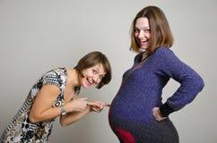 Kobieta w ciąży i girfriend Zdjęcia Royalty Free