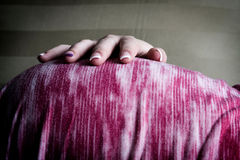 Kobieta W Ciąży Mienia Brzuch obrazy stock