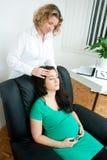 Kobieta w ciąży przy terapią Zdjęcia Royalty Free