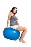 Kobieta w ciąży robi pilates ćwiczeniom zdjęcie stock