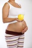 Kobieta w ciąży trzyma jabłka Zdjęcie Royalty Free