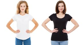 Kobieta w czarny i bia?y koszulka egzaminie pr?bnym w g?r?, dziewczynie w, tshirt odizolowywaj?cym na bia?ym tle, eleganckim tshi obrazy stock
