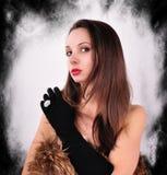 Kobieta W Czarnych rękawiczkach Z srebro pierścionkiem Fotografia Royalty Free