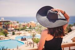 Kobieta w czarnym kapeluszu Fotografia Royalty Free