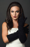 Kobieta w czarnym rękawiczkowym pracownianym portrecie Obraz Stock
