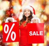 Kobieta w czerwieni sukni z torba na zakupy Obraz Royalty Free