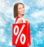Kobieta w czerwieni sukni z torba na zakupy Zdjęcia Stock