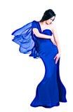 Kobieta w długiego błękit smokingowym przyglądającym puszku Obrazy Royalty Free