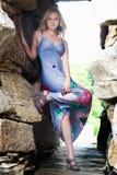 Kobieta w długiej sukni dalej Obraz Stock