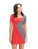Kobieta w eleganckiej sukni słuchającej muzyce Zdjęcia Royalty Free