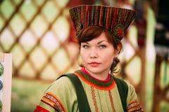 Kobieta W Etnicznych Tradycyjnych lud kostiumu Krajowej Rosyjskiej sukni fotografia stock